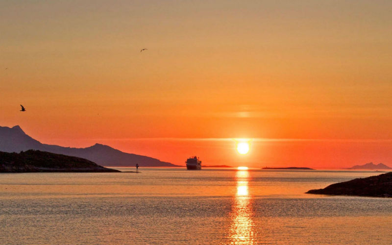 hurtigruten-legendäre Hurtigruten & die Mitternachtssonne