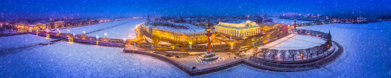 Petersburg in the winter. Snowfall in the center of St. Petersbu