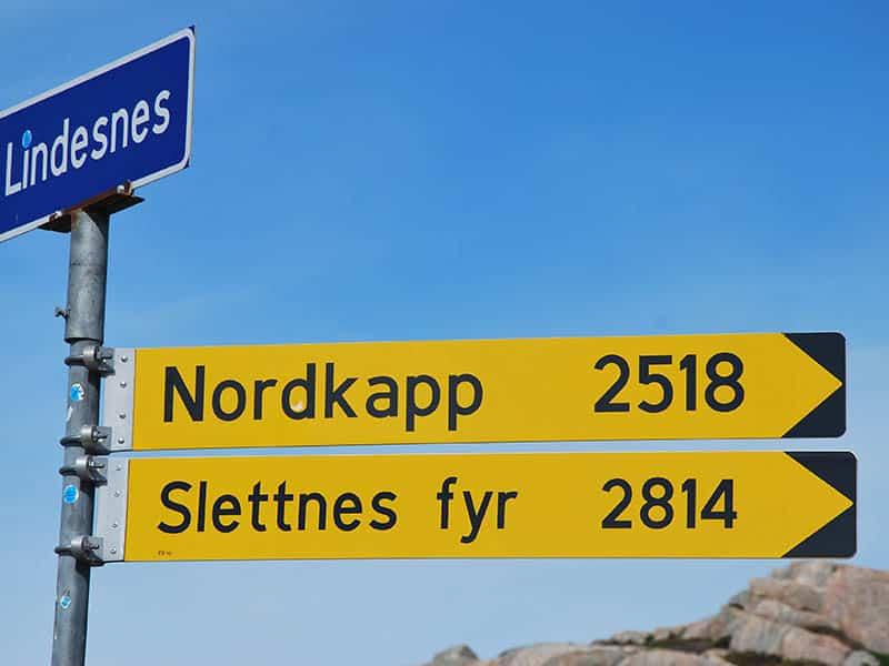 Touristen  zur Mitternachtssonne am Nordkap