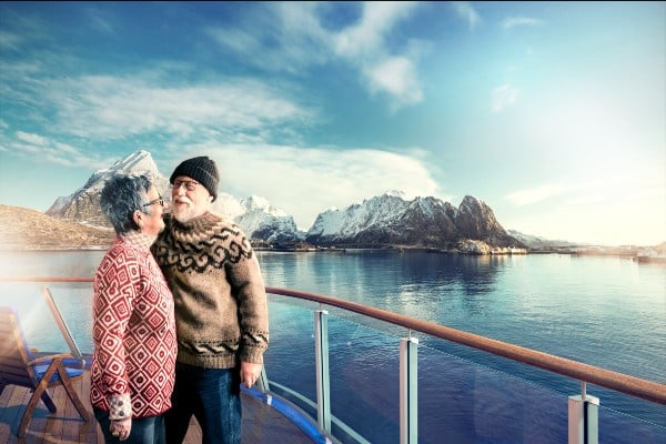 Couple on deck_Lofoten_Havila TOP