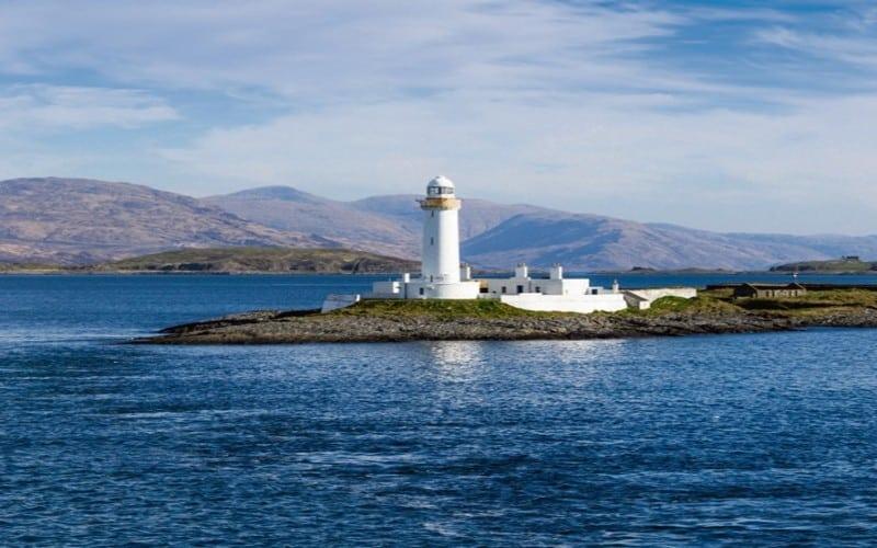 Weisser Leuchtturm Auf Kleiner Insel