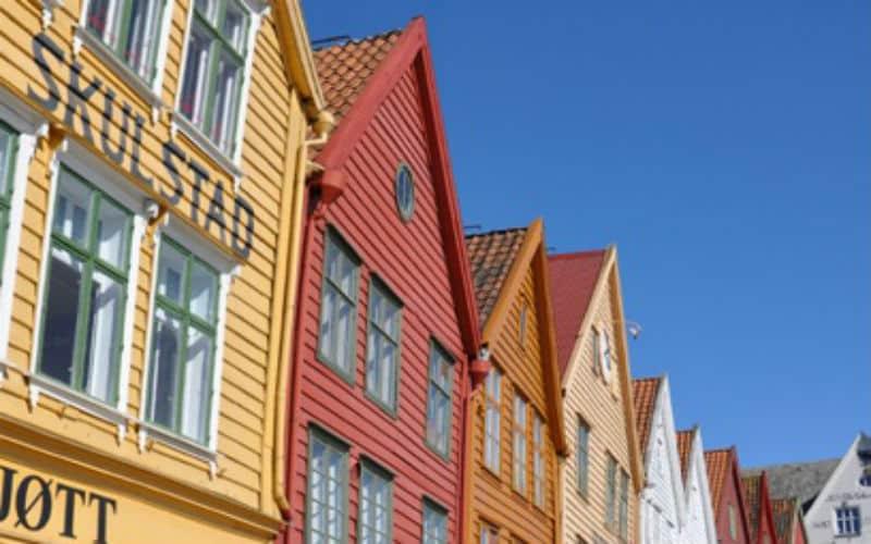 Farbige Häuschenfront In Harstadt