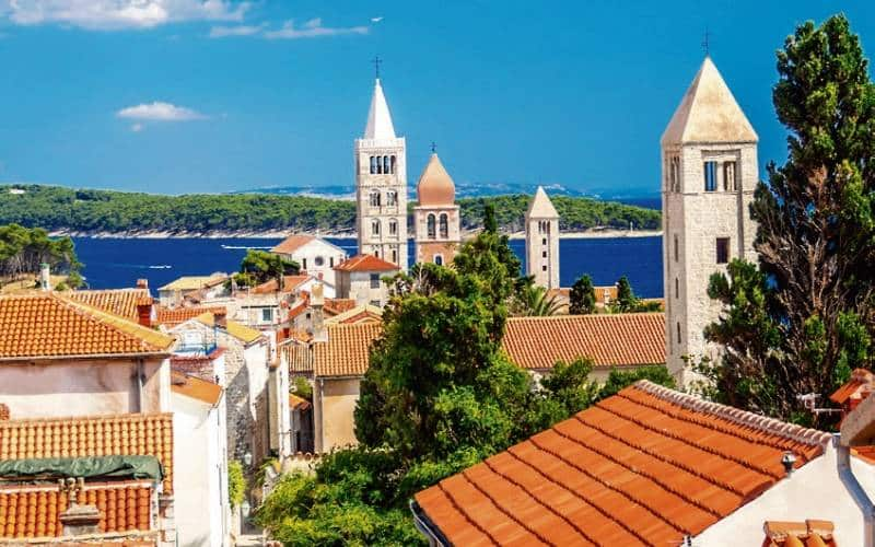 Sicht Auf Drei Kirchentürme Der Stadt Rab