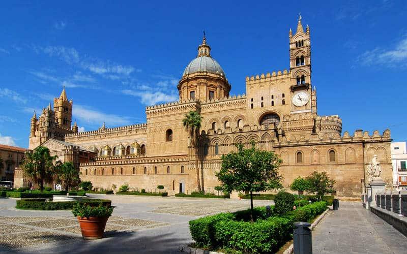 Kathedrale Von Palermo Bei Blauem Himmel