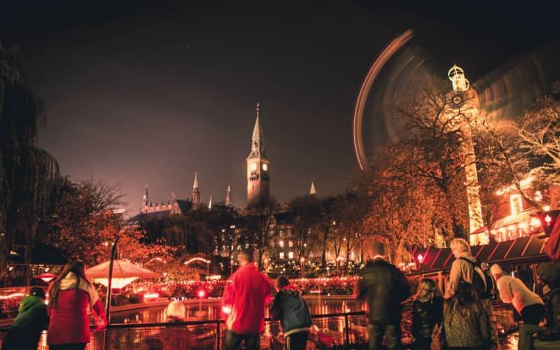 Tivoli In Kopenhagen Im Roten Licht Am Abend