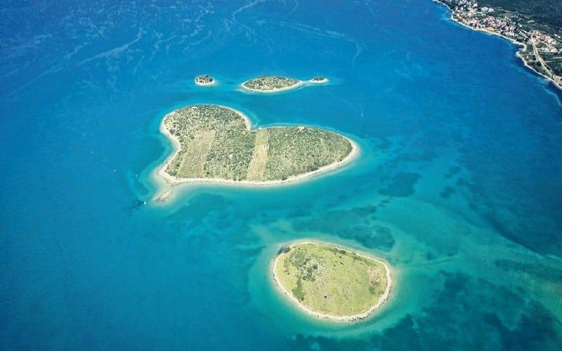 Insel In Herzform In Türkisfarben Meer