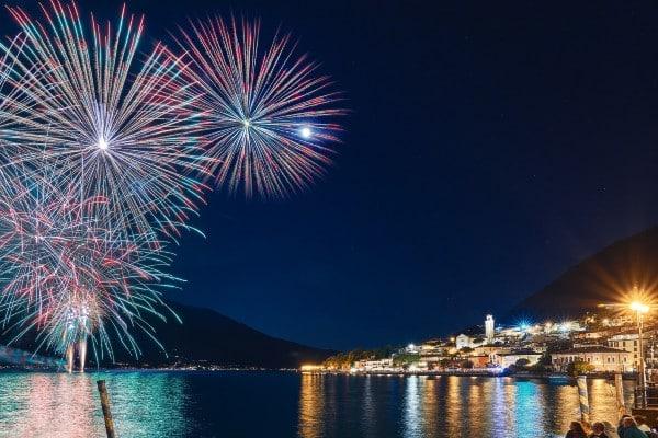 Feuerwerk über Dem Gardasee_TOP